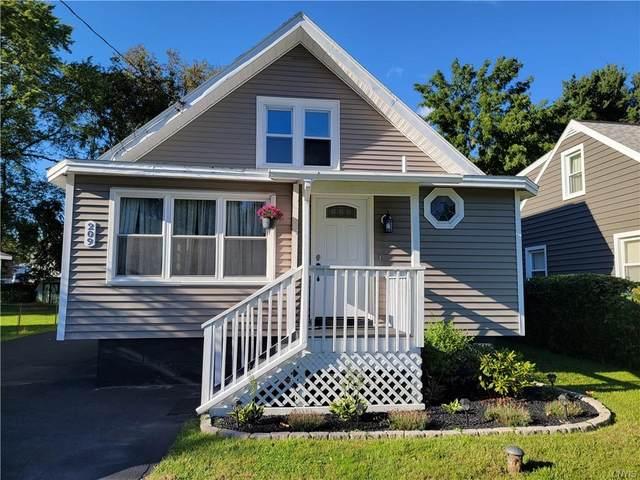 209 Lawrence Avenue, Clay, NY 13212 (MLS #S1361634) :: MyTown Realty