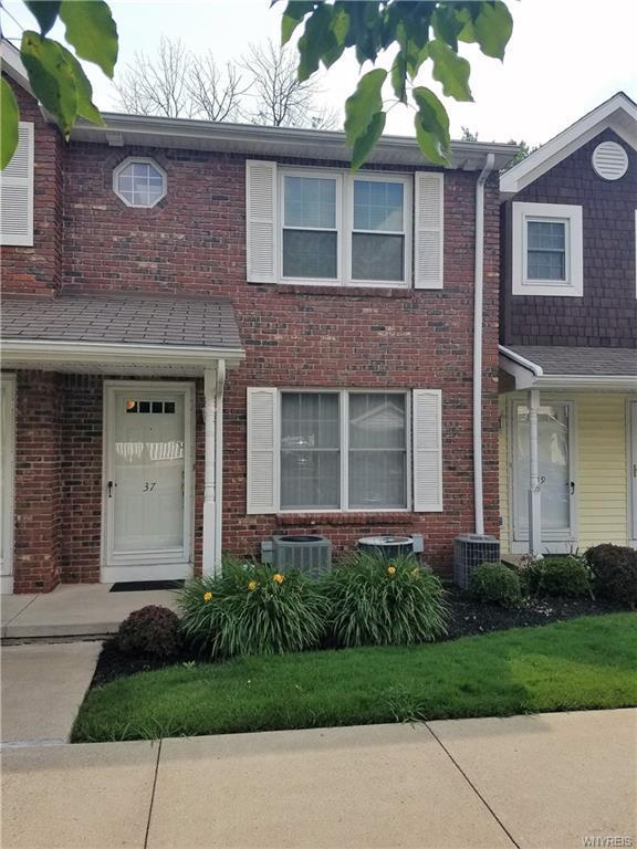 37 Olde Stone Lane, Lancaster, NY 14086 (MLS #B1135157) :: The CJ Lore Team | RE/MAX Hometown Choice