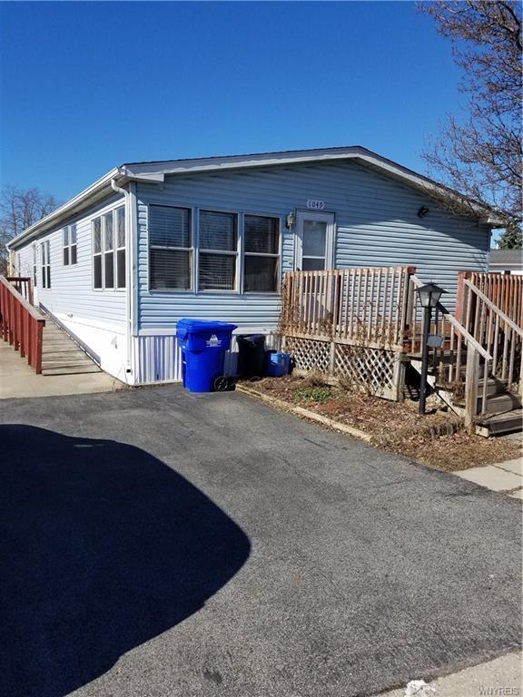 1049 Fernwood Drive, Lockport-Town, NY 14094 (MLS #B1180558) :: The Chip Hodgkins Team