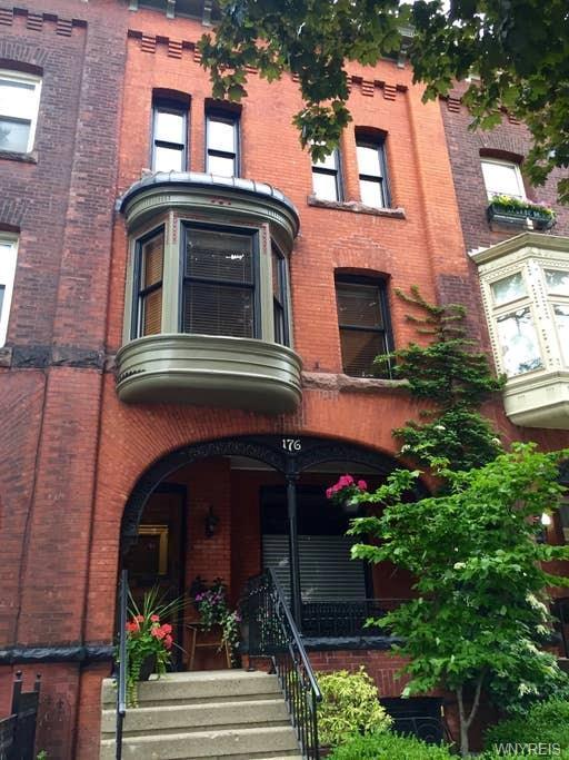 176 N Pearl Street, Buffalo, NY 14202 (MLS #B1202301) :: Updegraff Group
