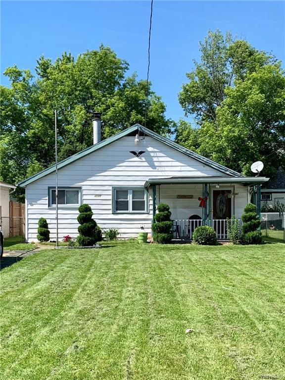 4532 Pomeroy Avenue, Niagara, NY 14305 (MLS #B1204421) :: Updegraff Group
