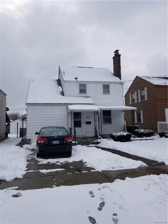 2725 Woodlawn Avenue, Niagara Falls, NY 14301 (MLS #B1251480) :: BridgeView Real Estate Services