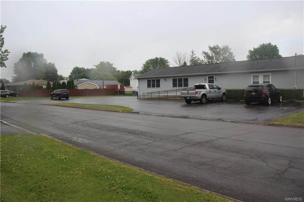 560 Center Road - Photo 1