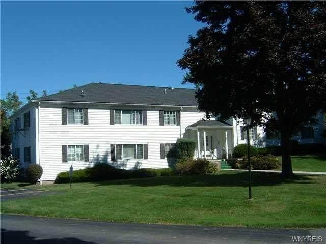 27 Colonial Parkway B, Pittsford, NY 14534 (MLS #B1316113) :: Mary St.George | Keller Williams Gateway