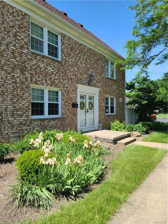 30 Carriage Drive #8, Orchard Park, NY 14127 (MLS #B1343710) :: 716 Realty Group