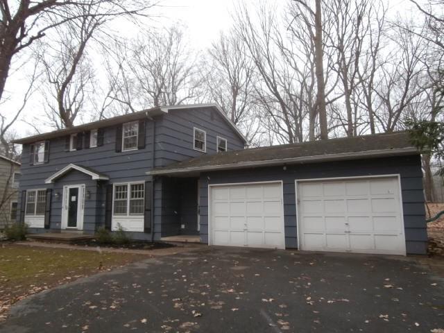 25 Burr Oak Drive, Pittsford, NY 14534 (MLS #R1187275) :: Robert PiazzaPalotto Sold Team