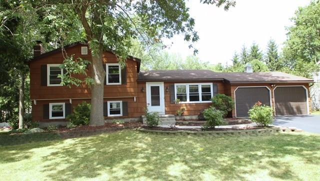 775 Saffron Lane, Webster, NY 14580 (MLS #R1194387) :: Robert PiazzaPalotto Sold Team