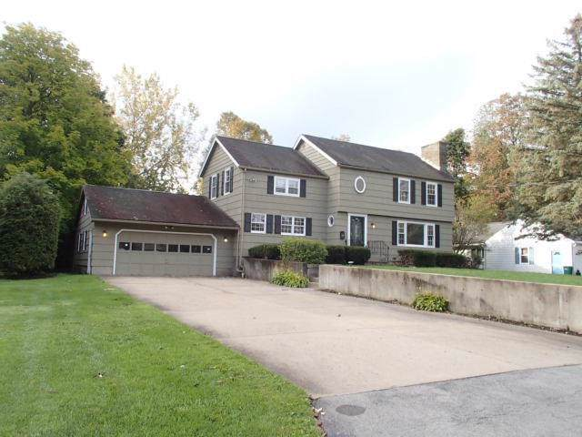 9 Wedgewood Road, New Hartford, NY 13413 (MLS #R1240077) :: Robert PiazzaPalotto Sold Team