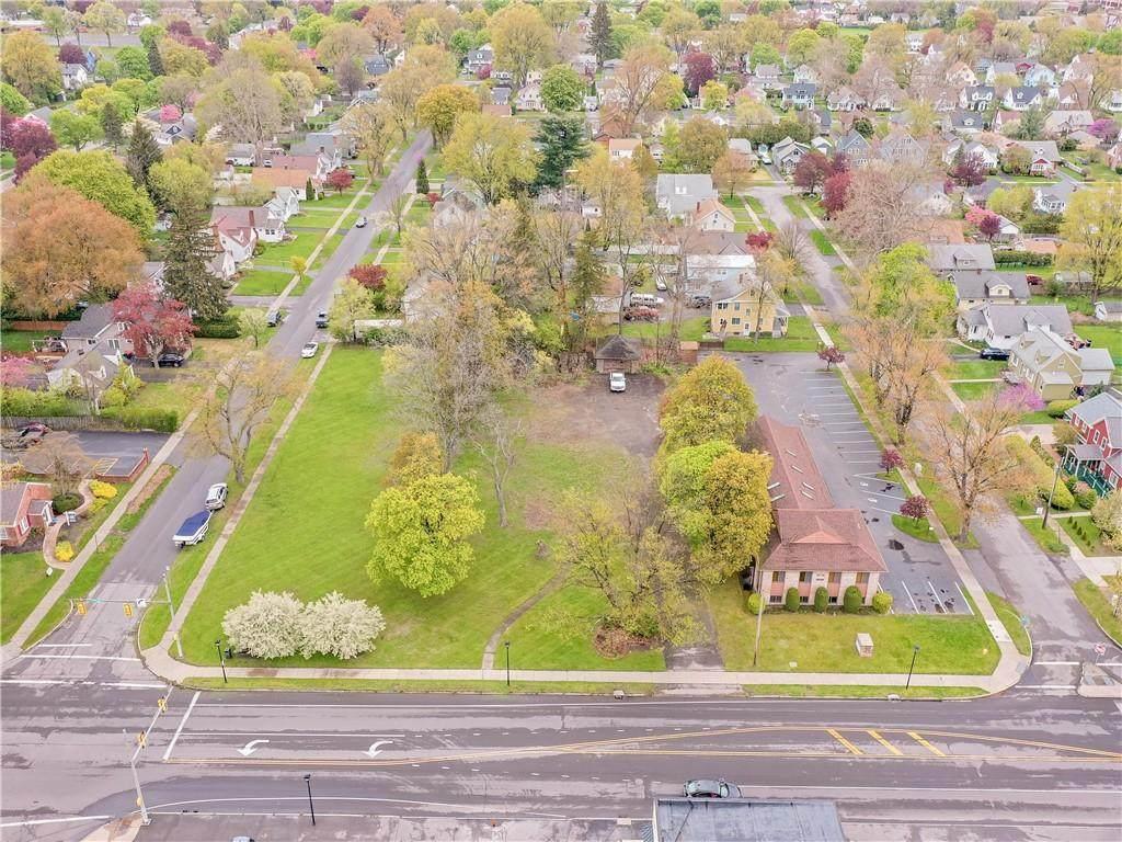 560 Titus Avenue - Photo 1