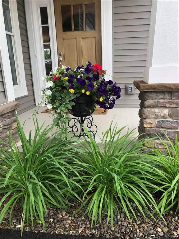6009 Redfield Drive #17, Farmington, NY 14425 (MLS #R1365286) :: BridgeView Real Estate