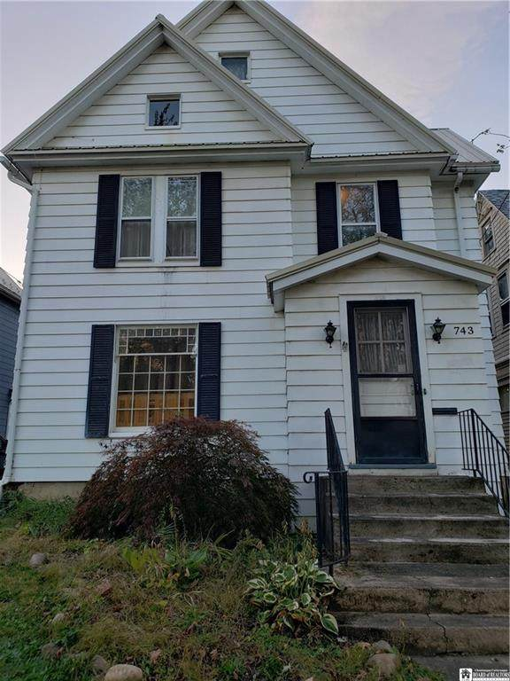 743 Park Avenue, Dunkirk-City, NY 14048 (MLS #R1373590) :: Lore Real Estate Services