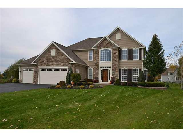 34 Lancer Pl, Penfield, NY 14580 (MLS #R198559) :: Robert PiazzaPalotto Sold Team