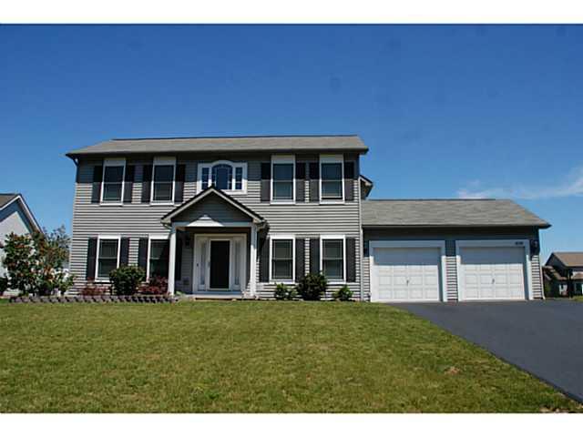 979 Pondbrook Pt, Webster, NY 14580 (MLS #R221675) :: Robert PiazzaPalotto Sold Team