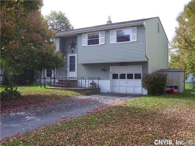 8217 Lucchesi Drive, Clay, NY 13041 (MLS #S1105006) :: The Rich McCarron Team