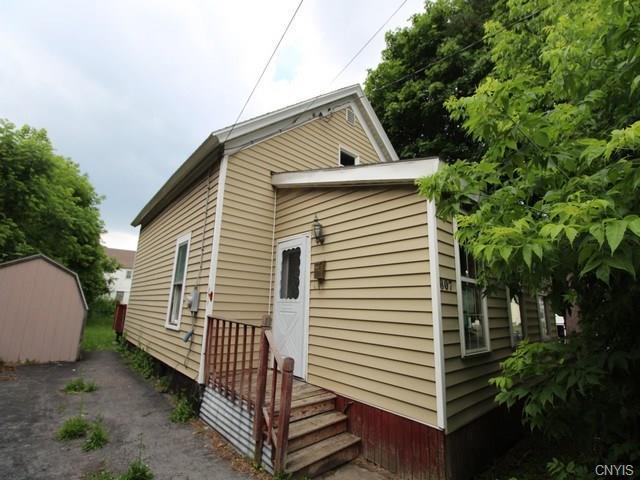 807 Caleb Avenue, Syracuse, NY 13206 (MLS #S1207806) :: Robert PiazzaPalotto Sold Team