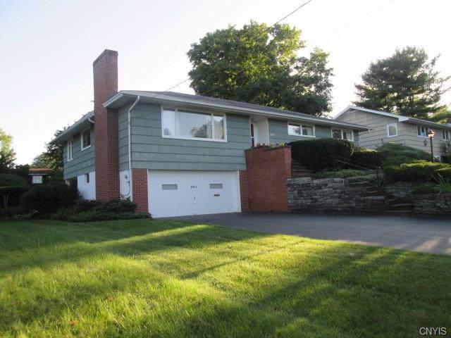 301 Windsor Drive, Dewitt, NY 13214 (MLS #S1226367) :: BridgeView Real Estate Services