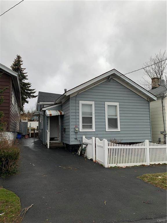 709 E Division Street, Syracuse, NY 13208 (MLS #S1254390) :: Updegraff Group