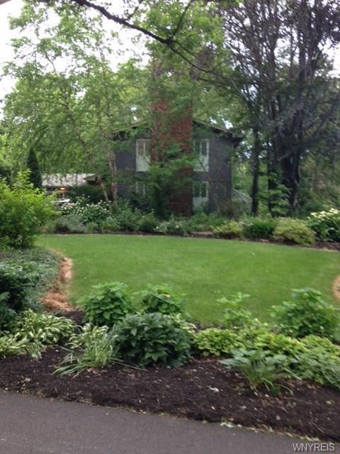 8 Briar Hill Road, Orchard Park, NY 14127 (MLS #B1057652) :: Robert PiazzaPalotto Sold Team