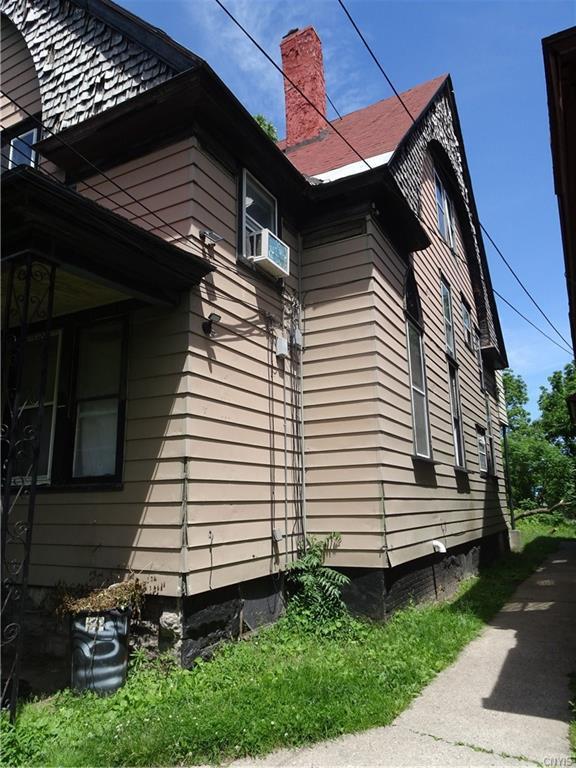 1106 Butternut Street, Syracuse, NY 13208 (MLS #S1203071) :: The Glenn Advantage Team at Howard Hanna Real Estate Services