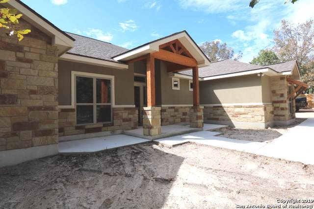 712 Falling Leaves Dr, Adkins, TX 78101 (MLS #1393020) :: Laura Yznaga | Hometeam of America