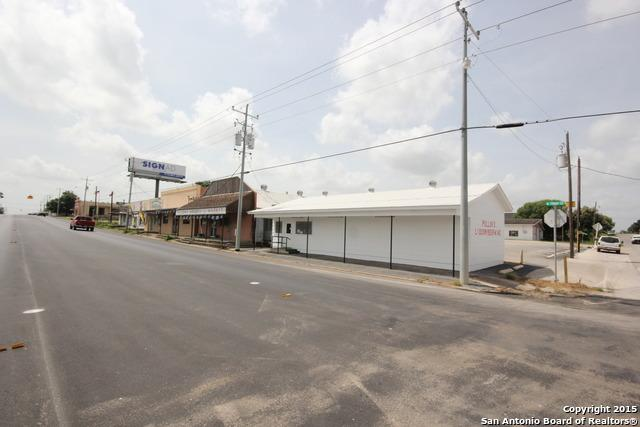 111 Front St, Falls City, TX 78113 (MLS #1150352) :: Ultimate Real Estate Services