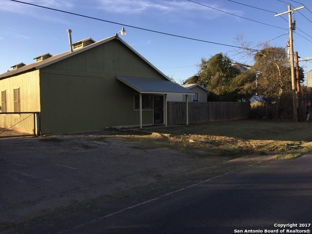 606 S Main St, Dilley, TX 78017 (MLS #1219340) :: The Real Estate Jesus Team