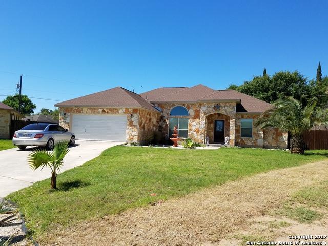 325 Howard Dr, Devine, TX 78016 (MLS #1234695) :: The Castillo Group