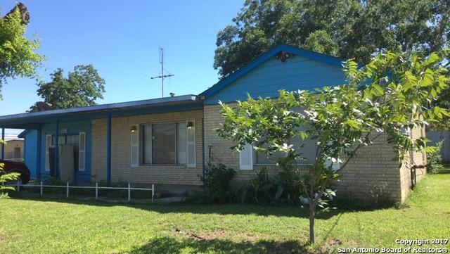 1109 6TH ST, Floresville, TX 78114 (MLS #1249096) :: Erin Caraway Group