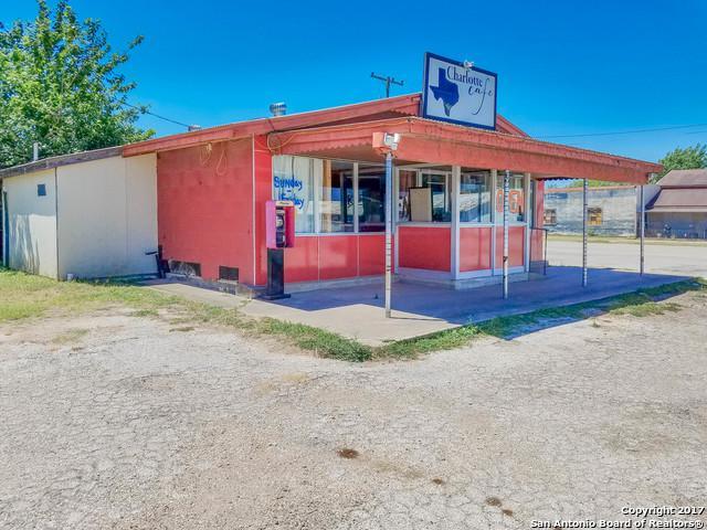 408 Jourdanton Ave, Charlotte, TX 78011 (MLS #1255434) :: The Castillo Group