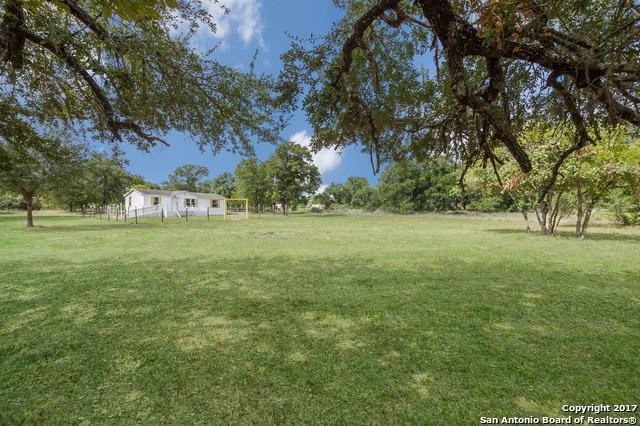 1785 River Oaks Dr, Poteet, TX 78065 (MLS #1269860) :: Ultimate Real Estate Services