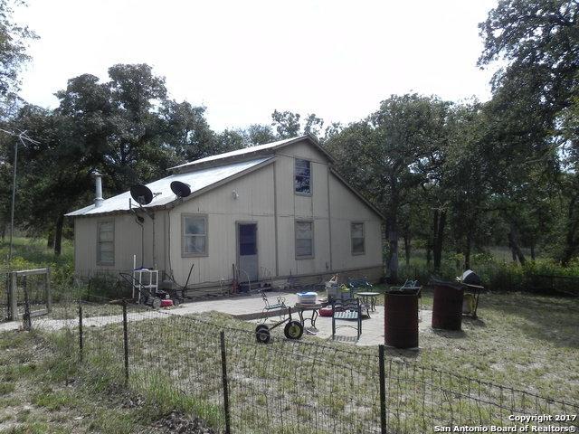 305 Oak Tree Rd, Seguin, TX 78155 (MLS #1270475) :: The Suzanne Kuntz Real Estate Team