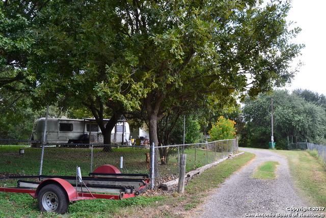 140 Mulberry Ln, Seguin, TX 78155 (MLS #1270605) :: The Suzanne Kuntz Real Estate Team