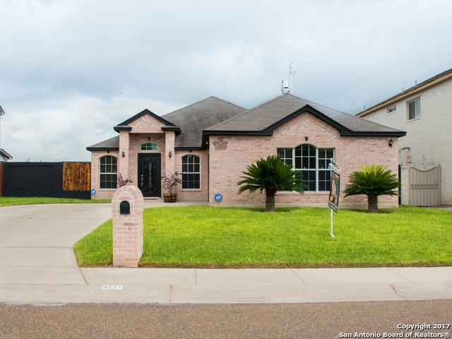 5211 Westchester Dr, Laredo, TX 78043 (MLS #1272963) :: Carrington Real Estate Services