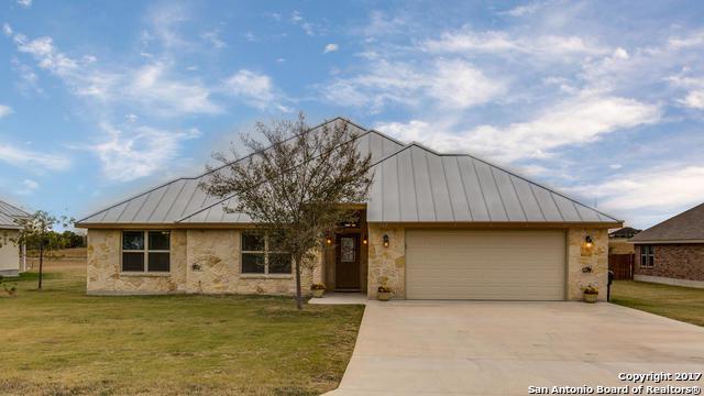 822 Chambord, Falls City, TX 78113 (MLS #1283701) :: Erin Caraway Group