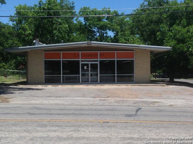 1401 N Ave E, Shiner, TX 77984 (MLS #1284148) :: The Castillo Group