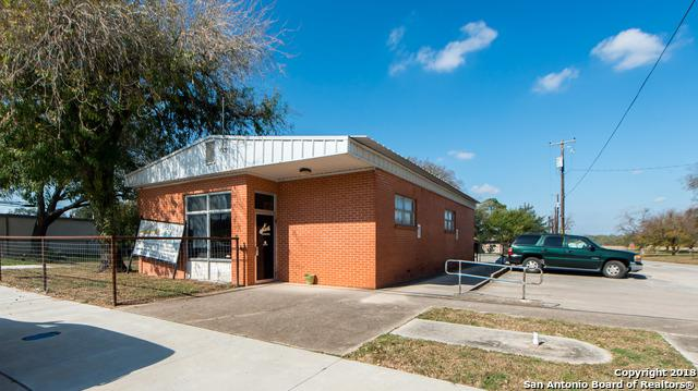 601 W Main St, Stockdale, TX 78160 (MLS #1286598) :: The Castillo Group