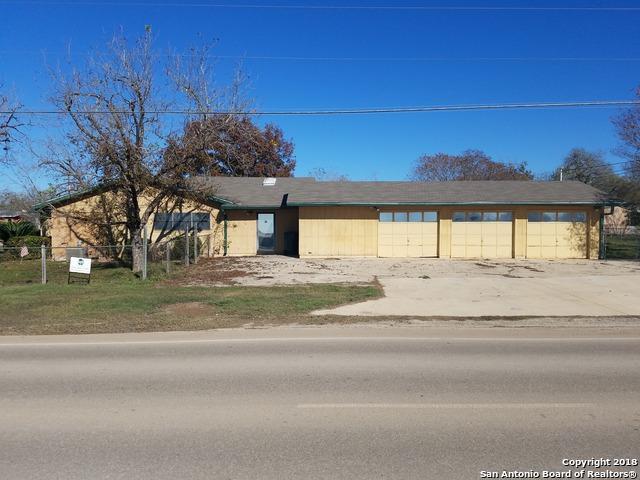 706 Palm St, Jourdanton, TX 78026 (MLS #1287486) :: NewHomePrograms.com LLC