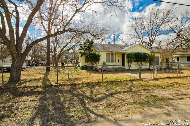 227 Main St, Comfort, TX 78013 (MLS #1287756) :: Ultimate Real Estate Services