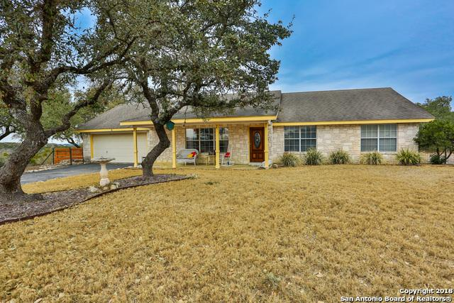 4 Travis Lane, Boerne, TX 78006 (MLS #1288380) :: Carolina Garcia Real Estate Group