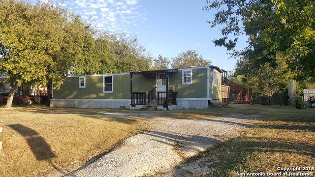 904 Plum St, Floresville, TX 78114 (MLS #1288661) :: Ultimate Real Estate Services