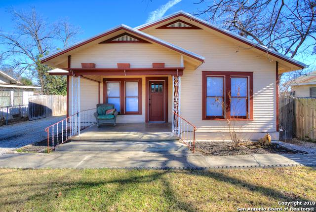 569 S Sycamore Ave, New Braunfels, TX 78130 (MLS #1289447) :: Magnolia Realty