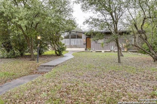 1045 Ivy Ln, Terrell Hills, TX 78209 (MLS #1294136) :: Alexis Weigand Real Estate Group