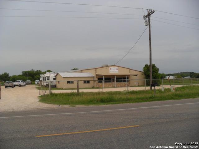 1685 Hwy 173, Devine, TX 78016 (MLS #1294290) :: ForSaleSanAntonioHomes.com