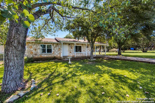 418 Paradise Dr, Canyon Lake, TX 78133 (MLS #1295580) :: The Castillo Group