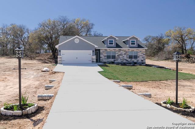 112 Great Oaks Blvd, La Vernia, TX 78121 (MLS #1297250) :: Ultimate Real Estate Services