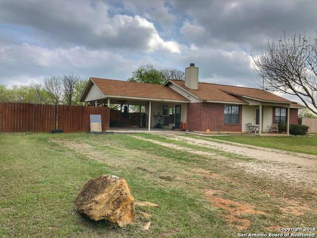 205 La Parita Ct, Jourdanton, TX 78026 (MLS #1299149) :: Erin Caraway Group