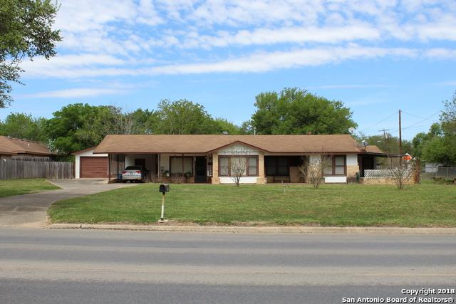 1108 W Goodwin St, Pleasanton, TX 78064 (MLS #1299930) :: Ultimate Real Estate Services