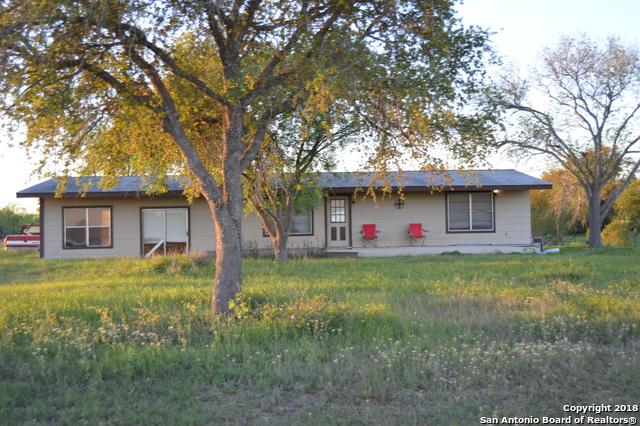 3828 Country Road 206, Floresville, TX 78114 (MLS #1299959) :: NewHomePrograms.com LLC