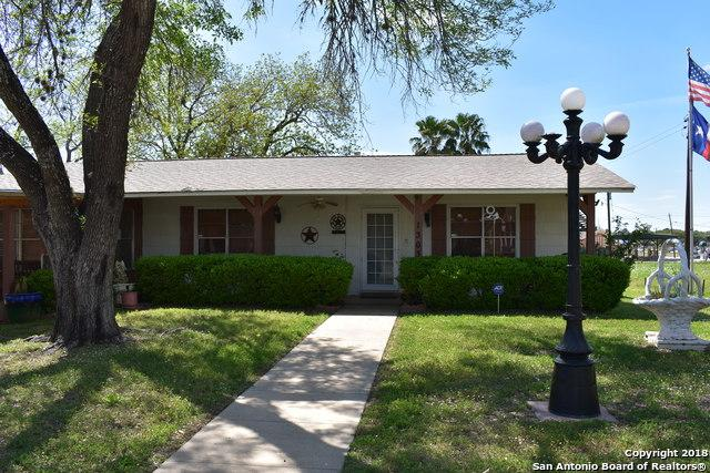 1303 Gillette St, Pleasanton, TX 78064 (MLS #1300123) :: Ultimate Real Estate Services