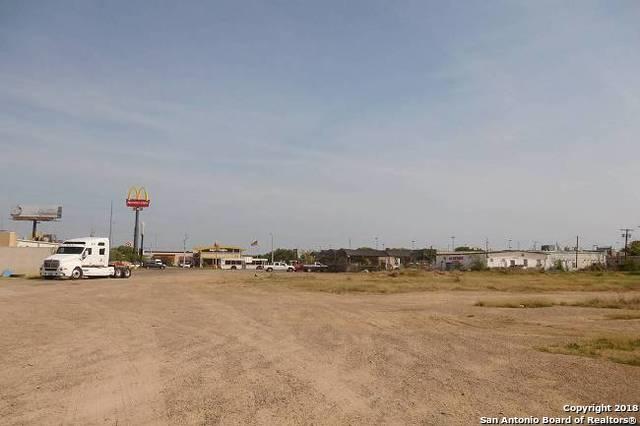 7004 San Dario, Laredo, TX 78041 (MLS #1300965) :: The Castillo Group